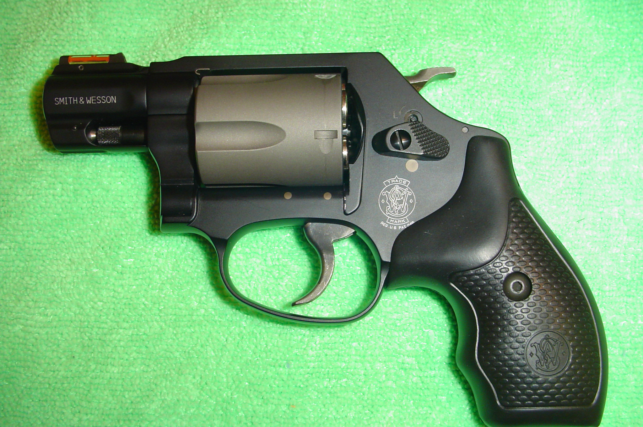 My wife's .44 SPL Charter Arms Bulldog.-001.jpg