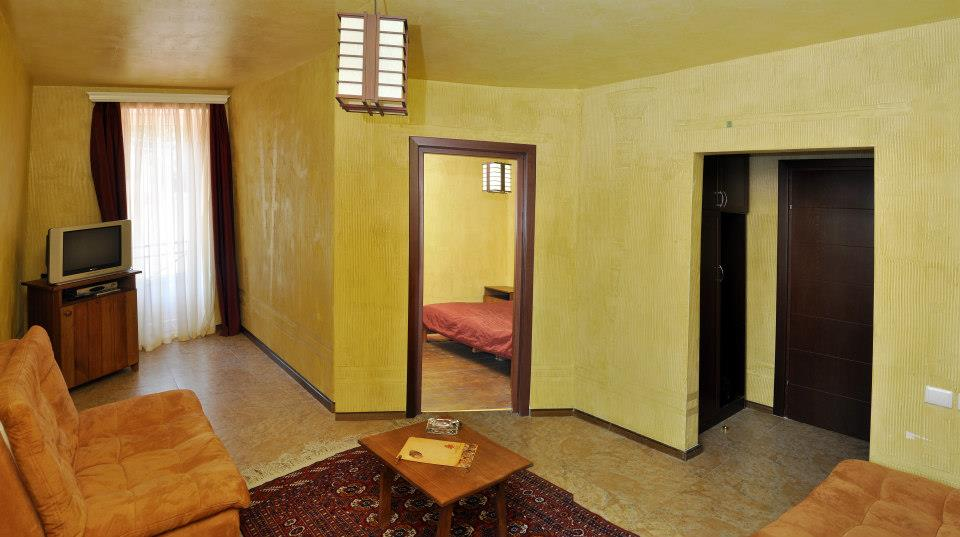Hotel :)-60792_523357997684200_1263723997_n.jpg
