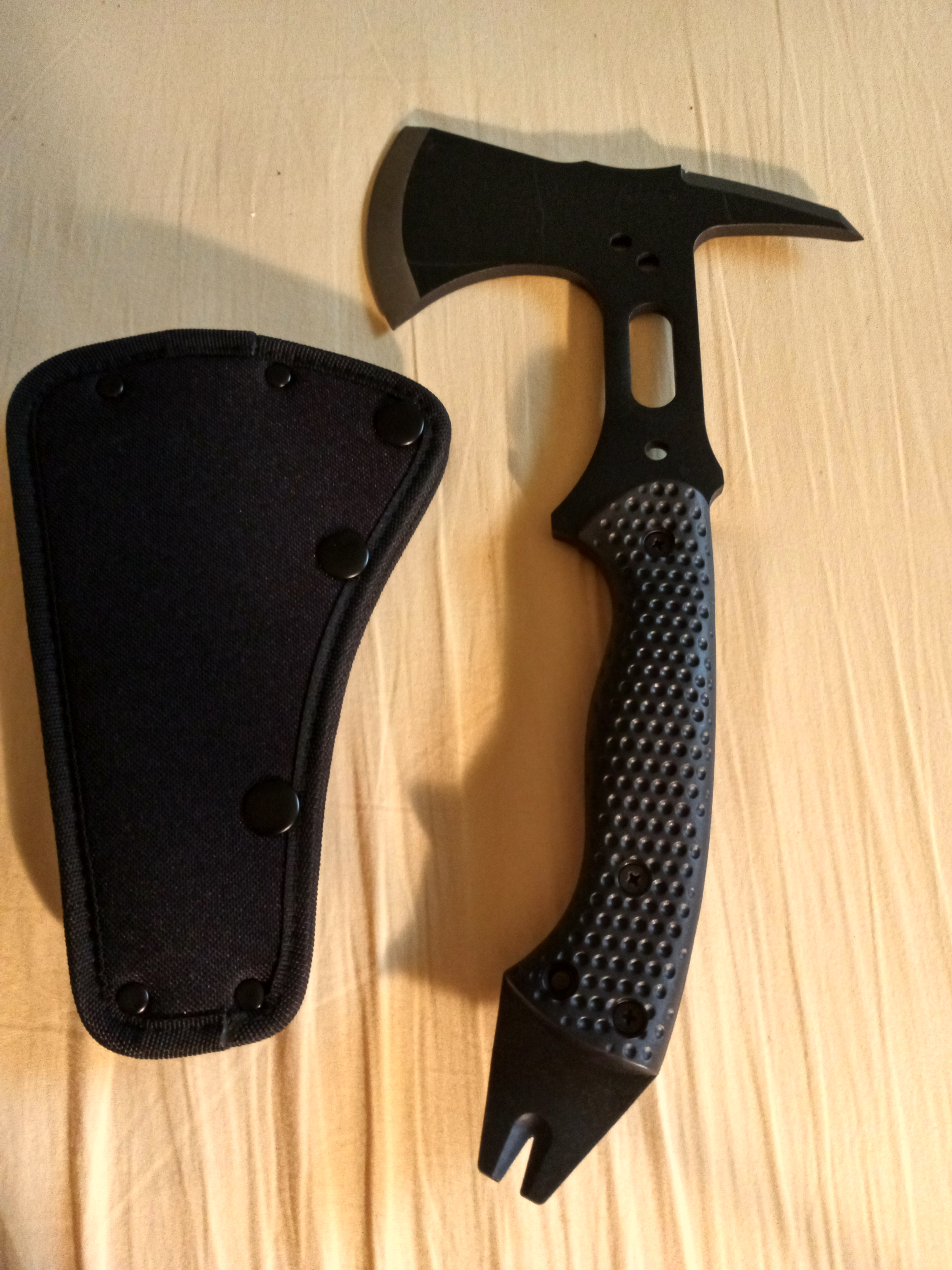 New toy today Schrade tactical hatchet-img_20200730_184053_1596152662100.jpg