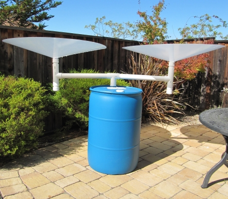 1150e0e10f8 Rainwater collection device